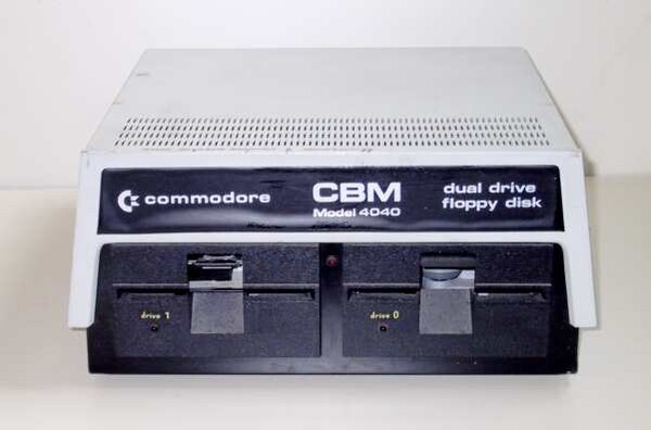 Commodore4040.jpg