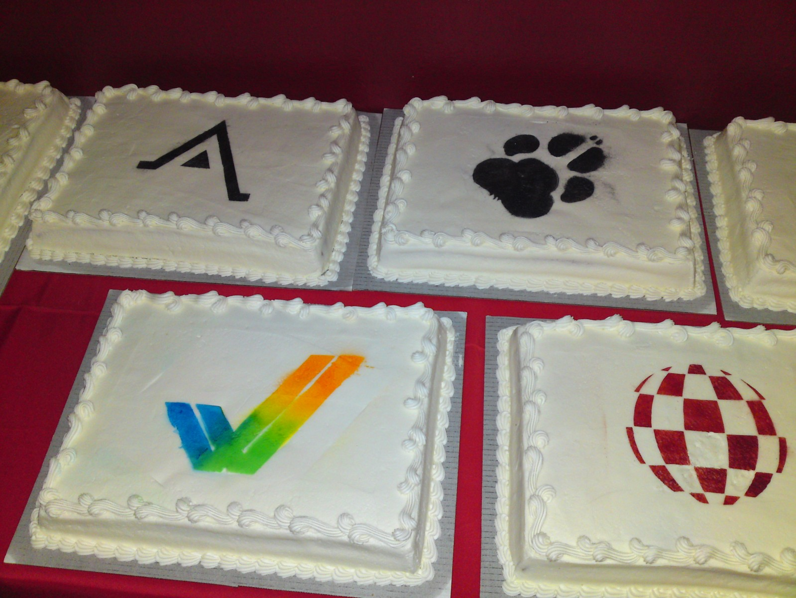 Specialty banquet cakes