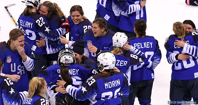 womens_hockey_team_800x425_4.jpg