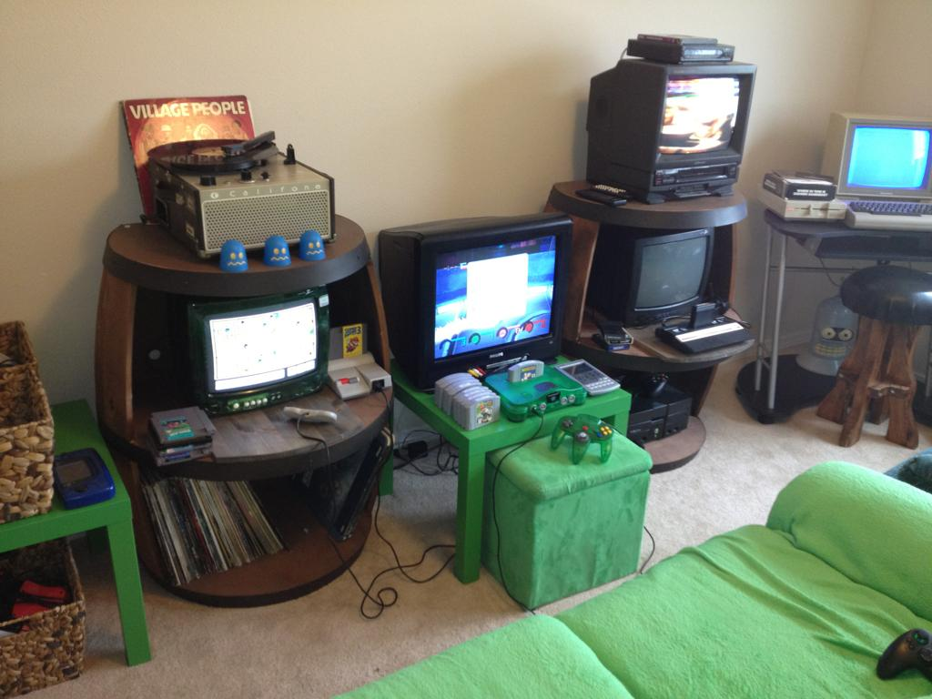 Bedroom gaming room setup ideas home decor ideas for Cool gamer bedroom ideas