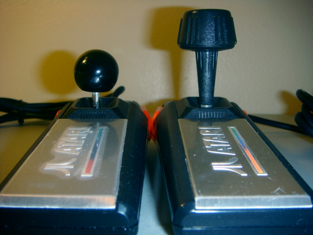 Yurkie's 7800 Controller Ball-mod, thumbs up  - Atari 7800